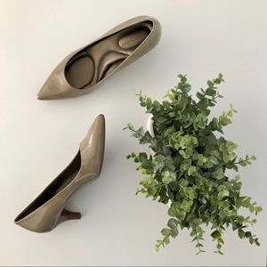 Pair of Tan Heels by Bandolino (size 6): 2 Inch